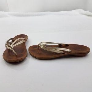 Olukai Flip Flops Size 9 Gold Thongs Leather Women